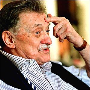 Muere Mario Benedetti a los 88 años en Montevideo - 23:03 h